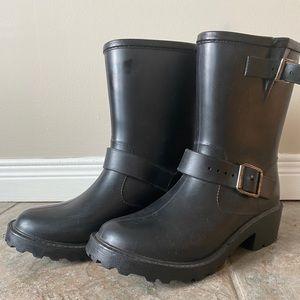 Rainboots size 7 mid-calf